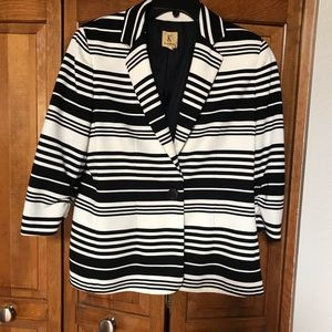 Blk:white stripped jacket